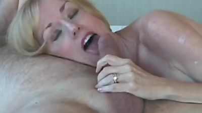 Fun With Amateur GILF In Bed