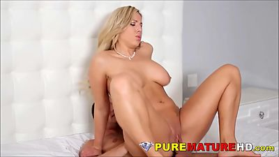 Big Natural Tits Blonde Milf Perfect..