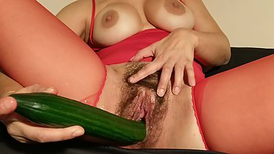 hairy milf masturbate with cucumber