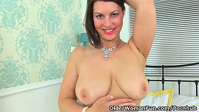 English milf Raven exposes her..