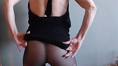 Muffy Nylons ASS Show
