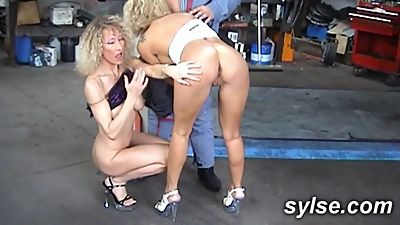 2 MILF in garage