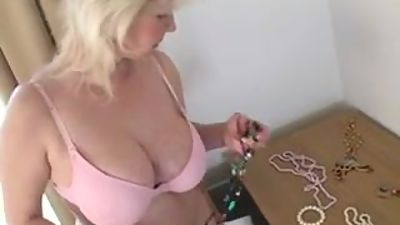 Big tit mature tries on bras