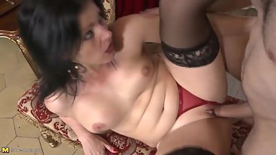 Mature Spanish madre suck and fuck big..