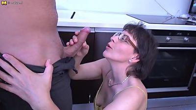 Unshaved mature mom fucking with kinky..