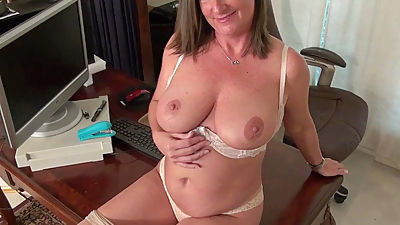 American milf Brandi offers an insight..