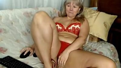 nice thick russian mature masterbating..
