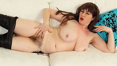 English milf Janey gets naughty in..