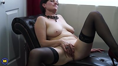 Real British mother fingering her pussy