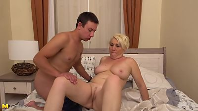 Curvy mature mother suck n fuck young..