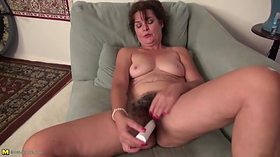 Mature pussy widening with bushy housewife maya