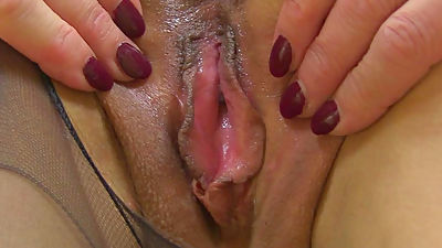 English milf Kitty Cream dildos her..