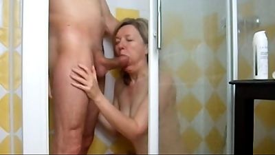 Mature landlady sucking in shower.mp4