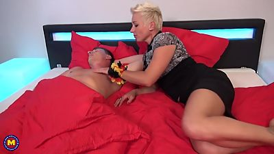 German mom Mandy Mystery wakes up son..