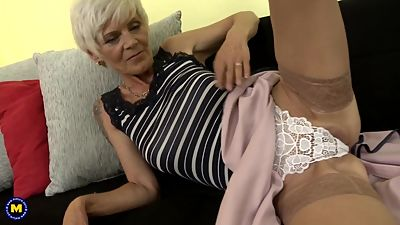 Naughty GILF Irenka feeding her hairy..