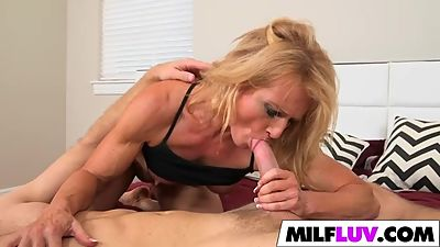 Big butt MILF Amanda Verhooks gets..