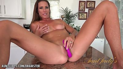 Housewife Masturbate
