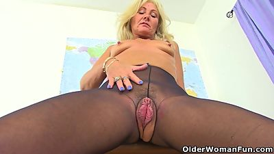 UK milf Ellen has the most inviting..