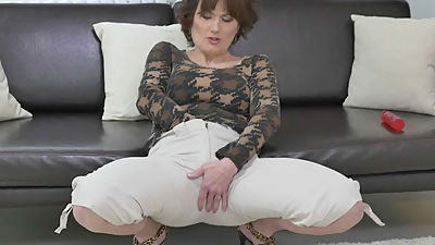 Euro milf Alice Sharp works her cunt..