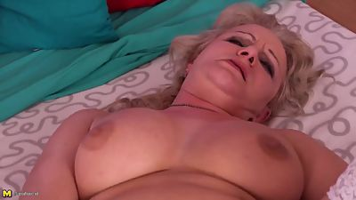 Real mature mother needs a good sex